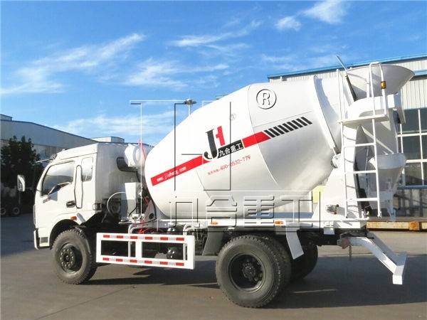 4m3 Dongfeng concrete mixer truck